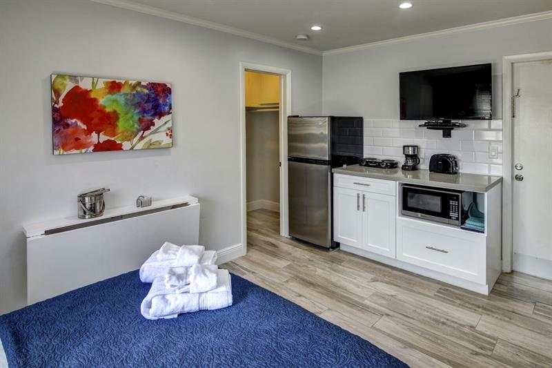 MAYDEE SUITES - EXTENDED STAY