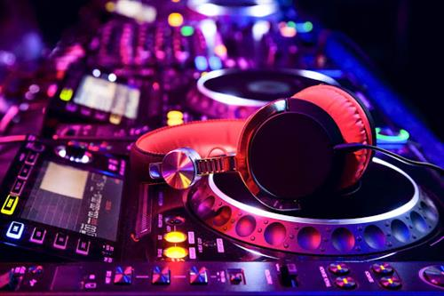 LIVE / UNMANNED DJ