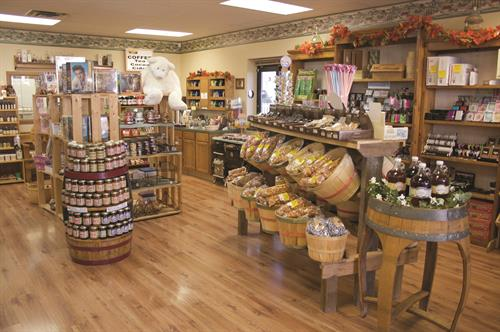 Heather Hill Farms offers 200 varieties of cheese.  A great wine selection, snacks and gourmet foods, and unique gifts. We offer complimentary cheese and wines samples daily.
