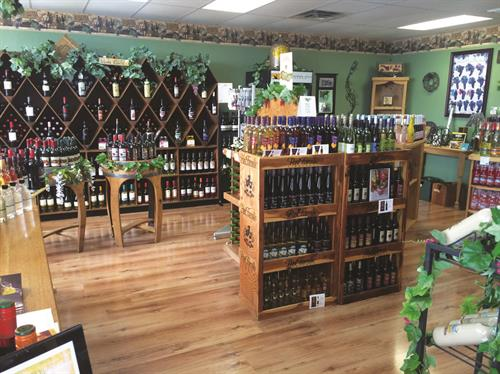 Heather Hill Farms has a great selection of Missouri wines and wines from around the World as well as whiskeys and moonshines. We have 20 to 25 varieties of wine and moonshines to sample daily.