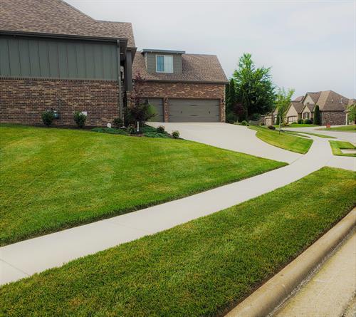 Lawn we mow in Nixa 65714