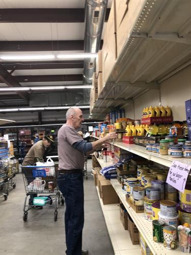 Gallery Image volunteer_stocking_shelves.jpg