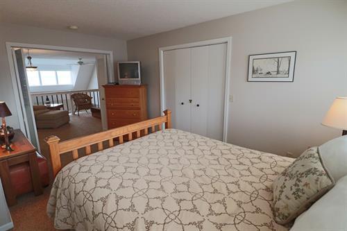 Queen Bedroom (in Loft)