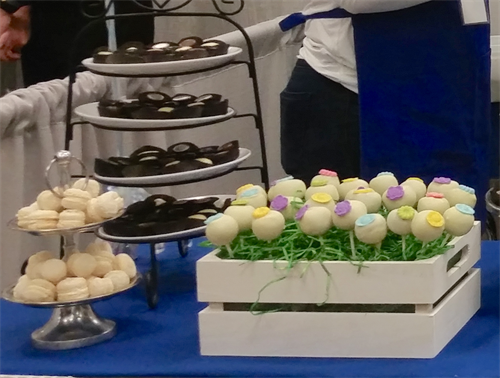 Gallery Image Cake_Pops_and_Macarons.png