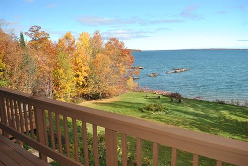 2nd Level Sevona Suite with large lake view deck!