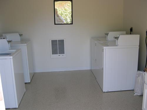 Gallery Image Pikes_Bay_Coin_Laundry.JPG