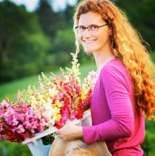 Melissa Fischbach of Wild Hollow Farm in Ashland, WI grows beautiful and sustainable blooms.