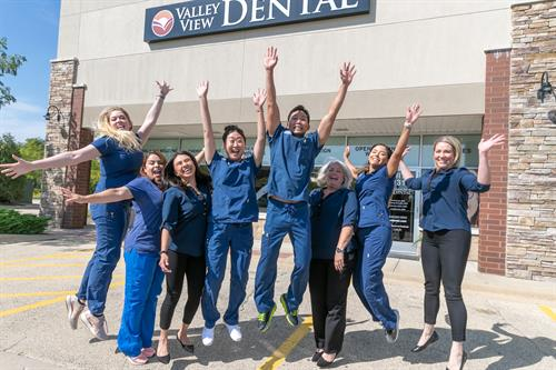 Valley View Dental Naperville Team was voted 'Best Dentist' in Glancer Magazine!