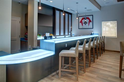 Residence Inn Coconut Creek - The Flying Puck Bar & Grill