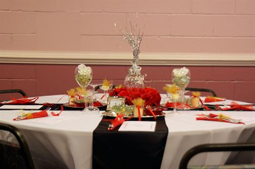 We can detail your tables, providing dinnerware, linens and centerpieces