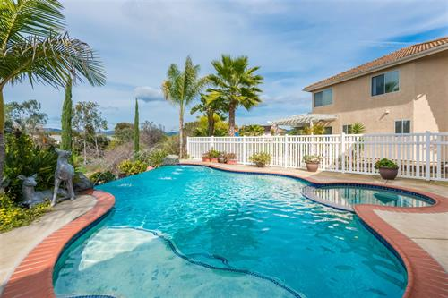 Awesome home with pool in Escondido