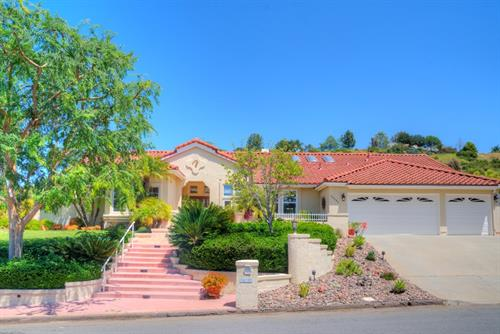 Bridlewood Lakeside Home near Lake Poway