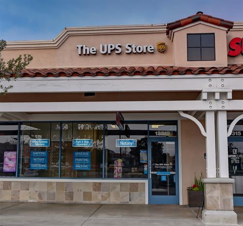 Gallery Image The.UPS.Store-2250_1_2.jpg