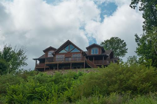 6 Bedroom From The Lake