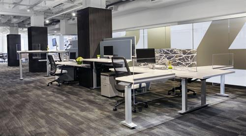Gallery Image aloft-workstation-mixed-heights_md.jpg