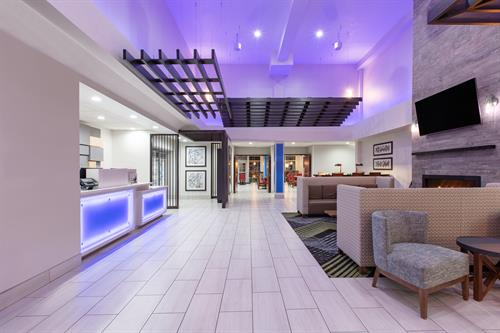 Gallery Image SSDOR-holiday-inn-express-seaside-lobby-wide-entrance-1.jpg