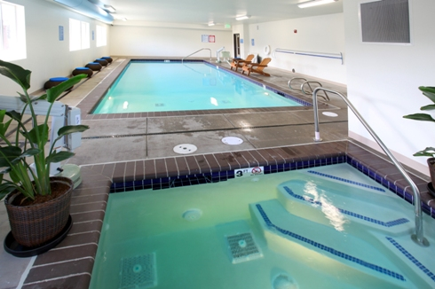 Saltwater indoor pool & hot tub