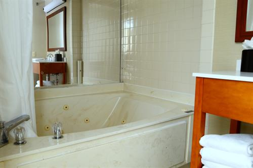 King Suite with Garden Tub