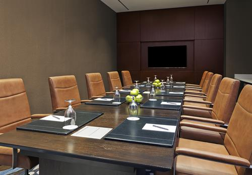 Queen Boardroom