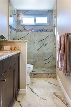 Chic-Transitional Master Bathroom in Moorpark