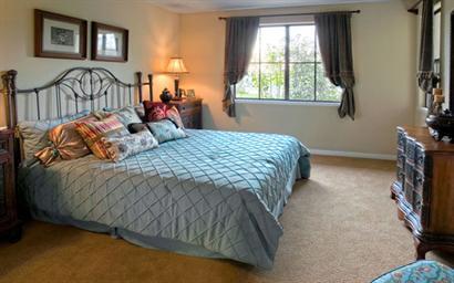 Gallery Image BedroomLg.jpg