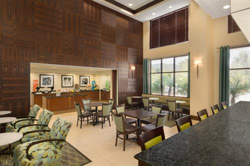 Lobby/Breakfast Area