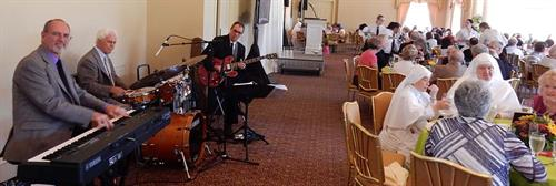 Chris Banta Trio performing at A Mary Health of the Sick Fundraiser at Sherwood Country Club
