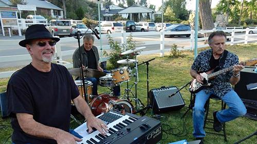 Chris Banta Trio performing at the Malibou Lake Picnic