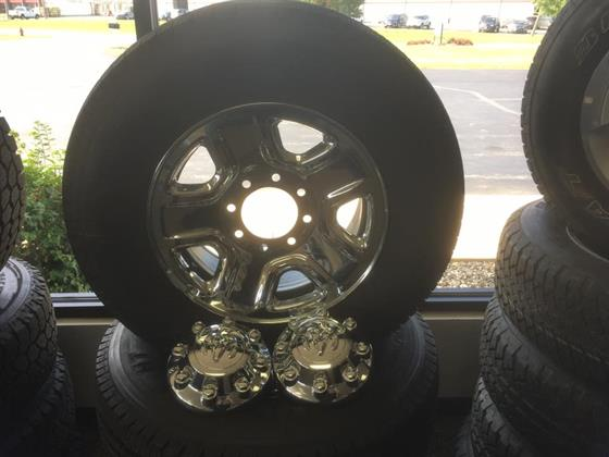 Gallery Image TIRES_AND_CAPS.jpg