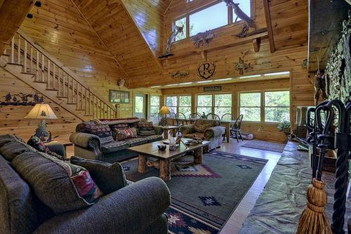 Large family cabins that sleep up to 16 guests (Hunter's Lodge, Edgewater, Stoney River Lodge)