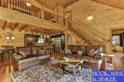 Luxurious cabin for family and/or friends, outdoor fireplace and creek access