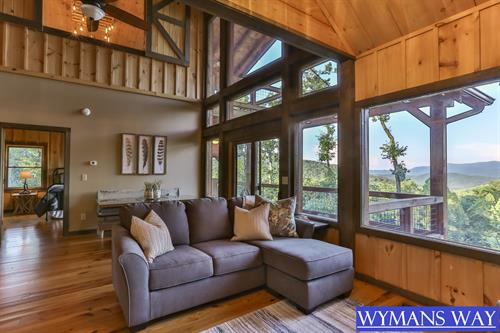 Updated everything in this beautifully decorated cabin with mountain views