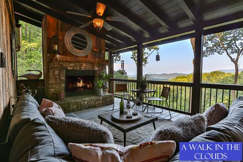 3BR/3BA cabin blending nature with luxury. Pet-Friendly. New to Blue Sky 9/23/19