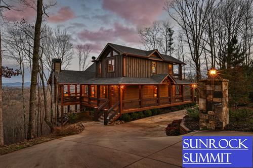 3BR/3.5BA cabin with panoramic mountain views. Pet-friendly. New to Blue Sky 12/16/19