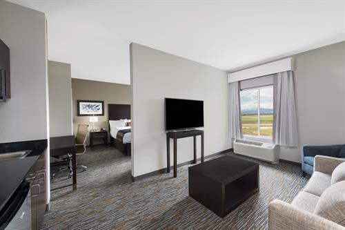 Wingate by Wyndham Loveland King Suite