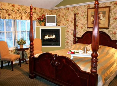 Room 4 - King Bed, Jacuzzi and Fireplace