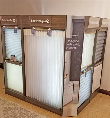 Gallery Image Hunter_Douglas_display_at_Impressive_Windows_and_Interiors.jpg