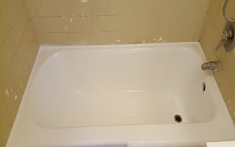 same tub refinished in a bright white.