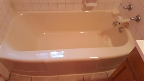 Here is the tub after refinishing, what a change.!! call for your tub refinishing
