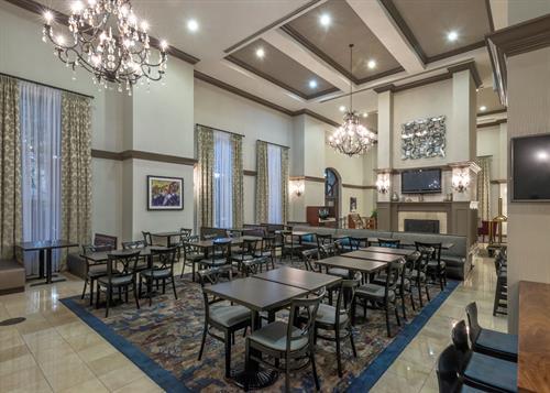 Gallery Image HWS_New_Orleans-04-Lobby.jpg