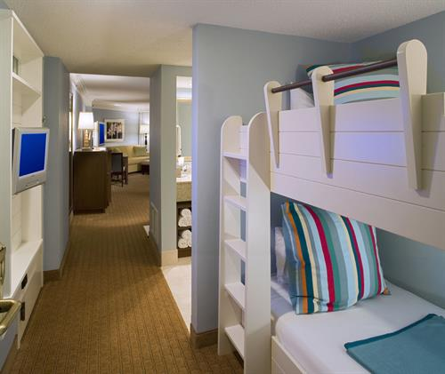Emerald Tower Deluxe Jr Suites - Kid Friendly with bunk beds