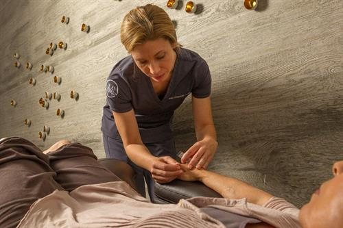Reduce pain with Acupuncture