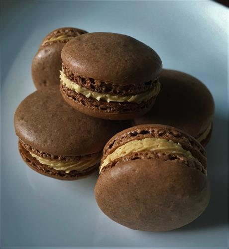 chocolate peanutbutter macarons