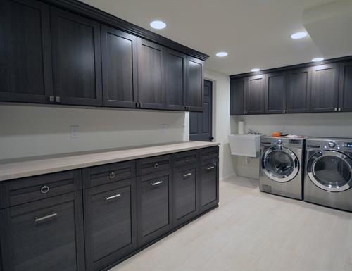 Gallery Image chicago-laundry-room-lago-venetian-wenge-shaker-gllry.jpg