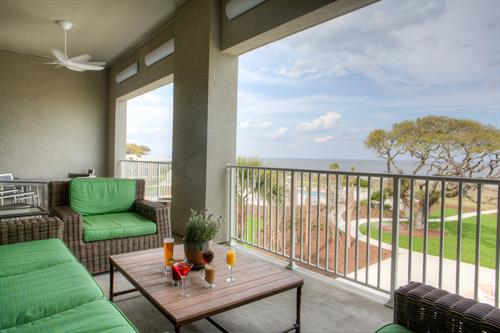 Gallery Image NorthShore_balcony_with_drinks.jpg