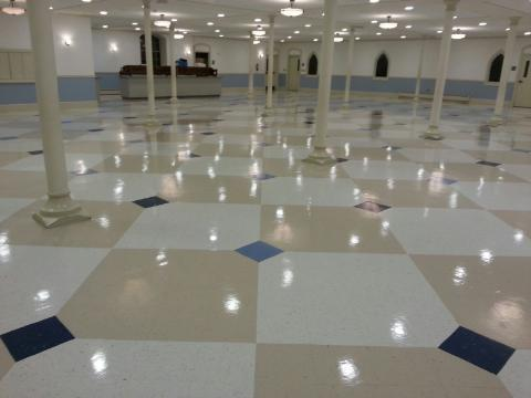 We can make your floors shine changing the look of your home or business.