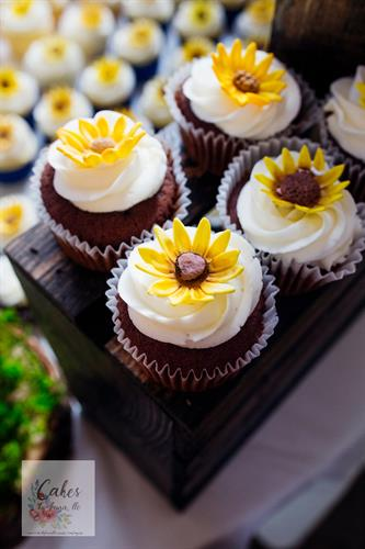 Cupcakes with sugar paste Sunflower toppers