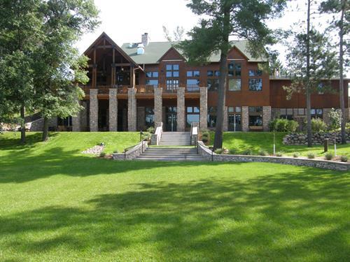 Eagle Lodge, on Hoinville Lake