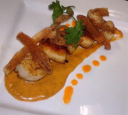 Tapa Special: Pan Seared Sea Scallops with Lobster Curry Cream