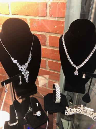We have jewerly from simple to very elegant at afffordable prices